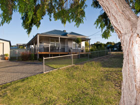 Serenity Holiday House - Casino Accommodation