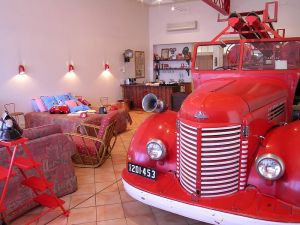 The Fire Station Inn - Fire Engine Suite - Casino Accommodation