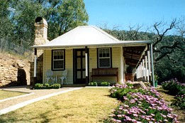 Price Morris Cottage - Casino Accommodation