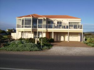 Century 21 SouthCoast Hayman - Casino Accommodation