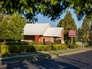 Emerald Maraboon Motor Inn - Casino Accommodation