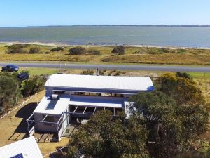 Coorong Aurora - Breathtaking Waterfront Escape - Casino Accommodation
