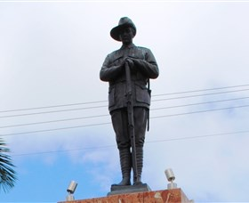 Charters Towers Memorial Cenotaph - Casino Accommodation