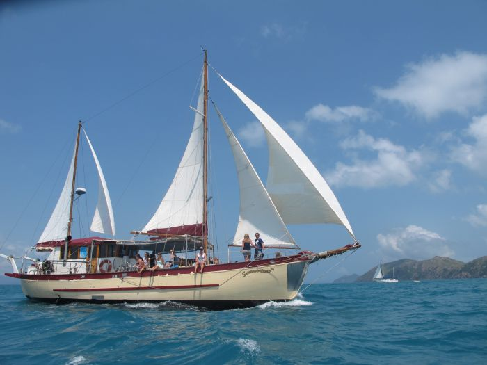 Adventure Cruise Dive and Outer Reef - Whitsundays Sailing Adventures - Casino Accommodation