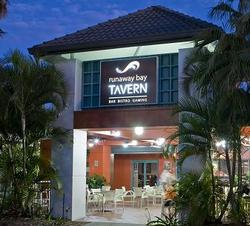 Runaway Bay Tavern - Casino Accommodation