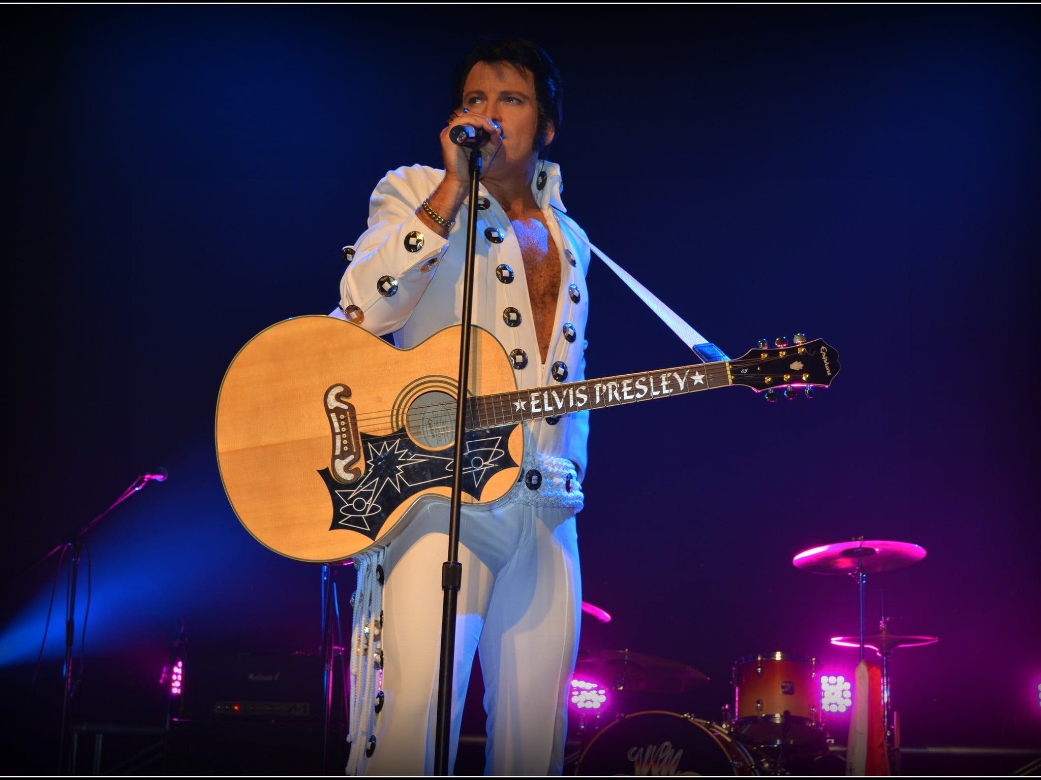 Elvis Forever - Damian Mullin 'Up Close and Personal' - Casino Accommodation