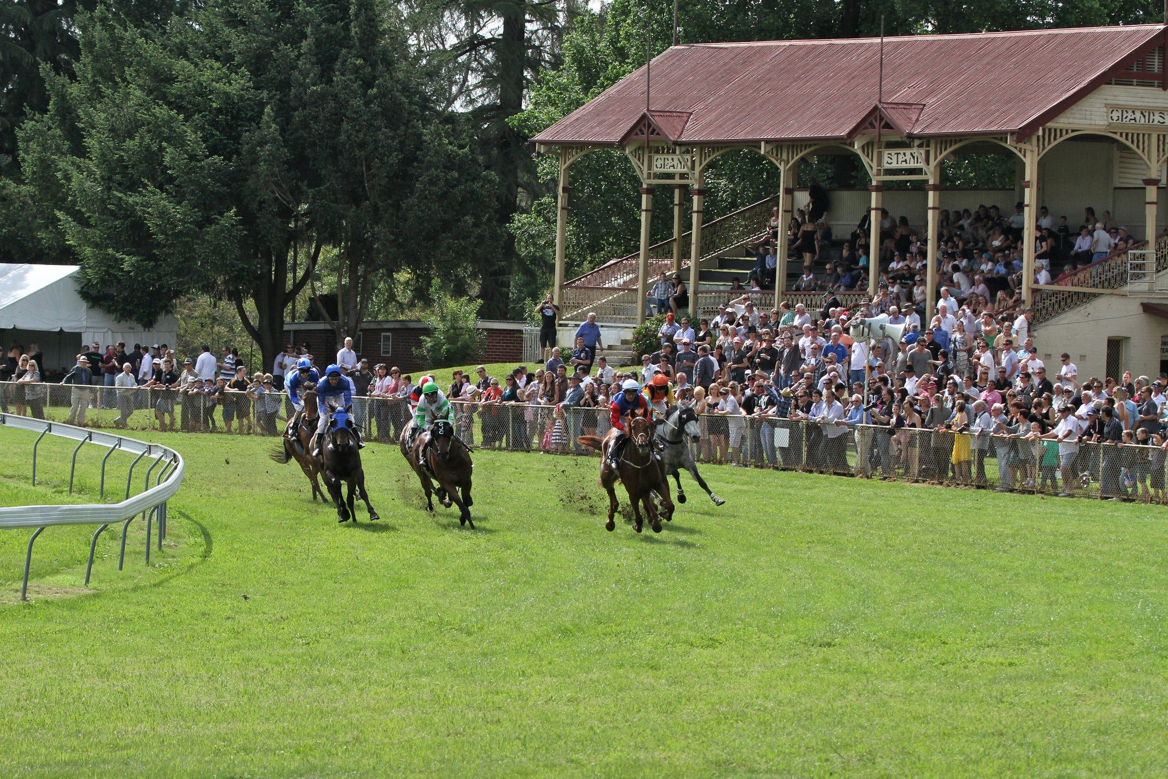 Tumut Boxing Day Races - Casino Accommodation