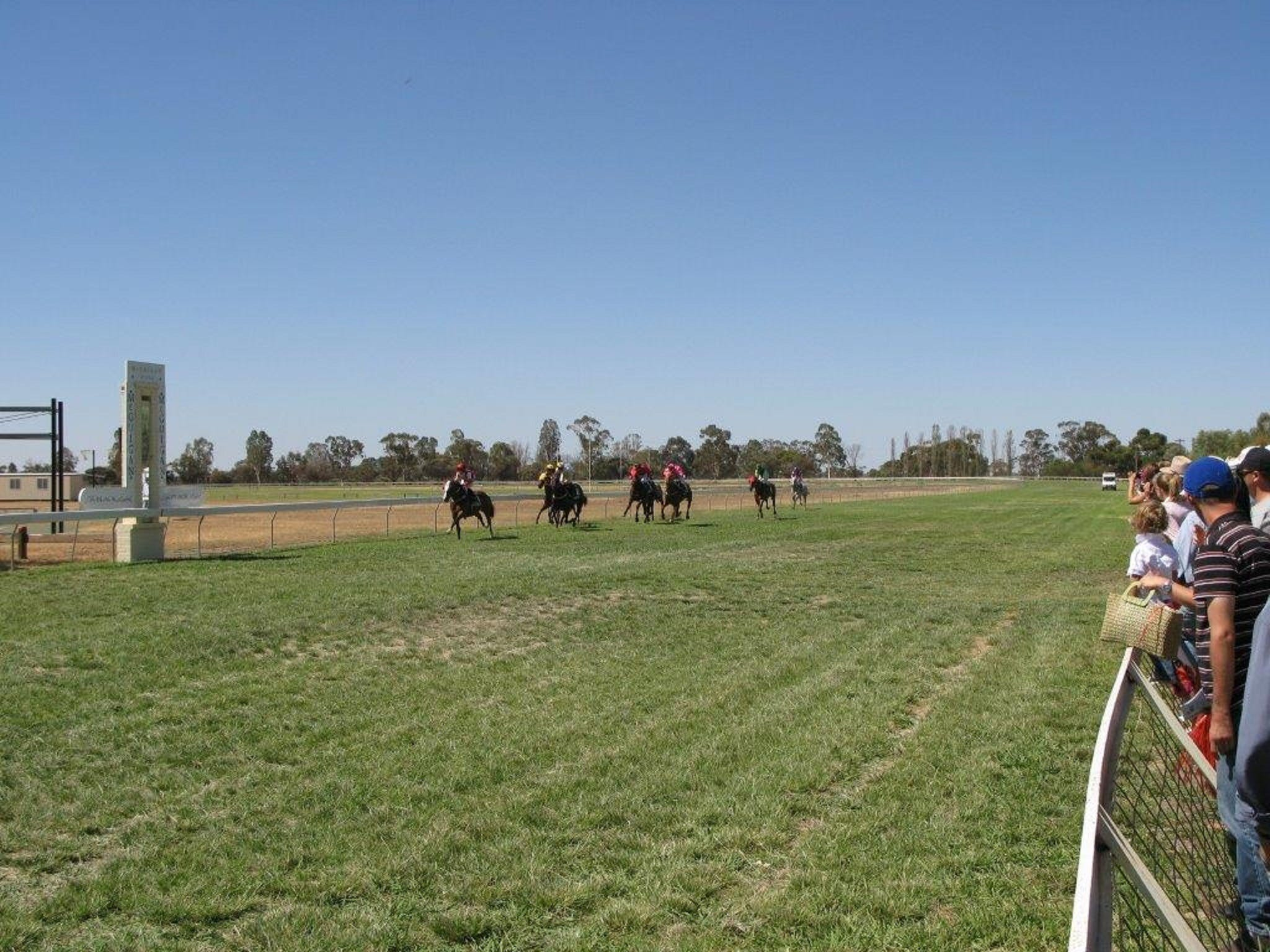 Balranald Races -Derby Day - Casino Accommodation
