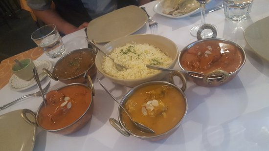 Tandoori  Curry Club - Casino Accommodation