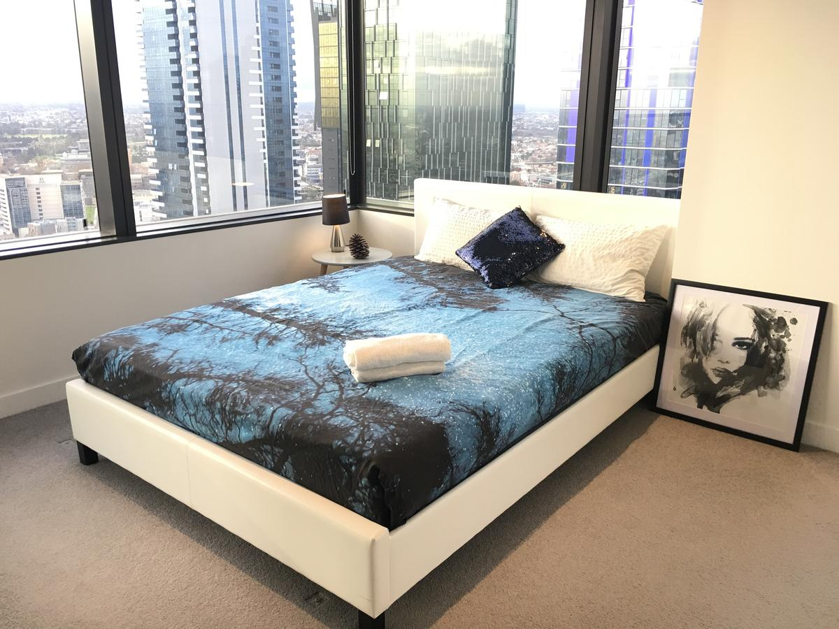 CBD Spacious 3 Bedrooms-Breathtaking view gym pool Melbourne