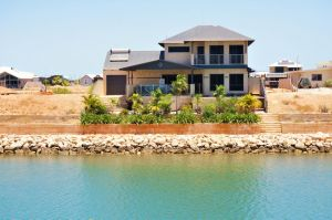 27 Corella Court - Exquisite Marina Home With a Pool and Wi-Fi - Casino Accommodation