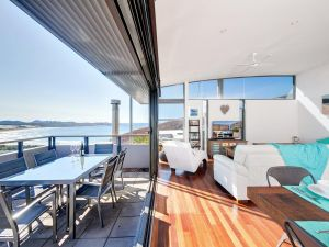 One Mile Cl Townhouse 22 26 The Deckhouse - Casino Accommodation