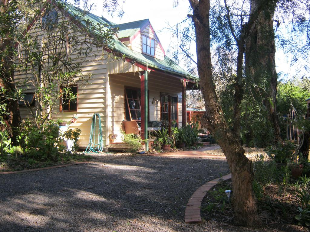 Ballarat cottages incorporating yarrowee cottage and Admirals cottage - Casino Accommodation